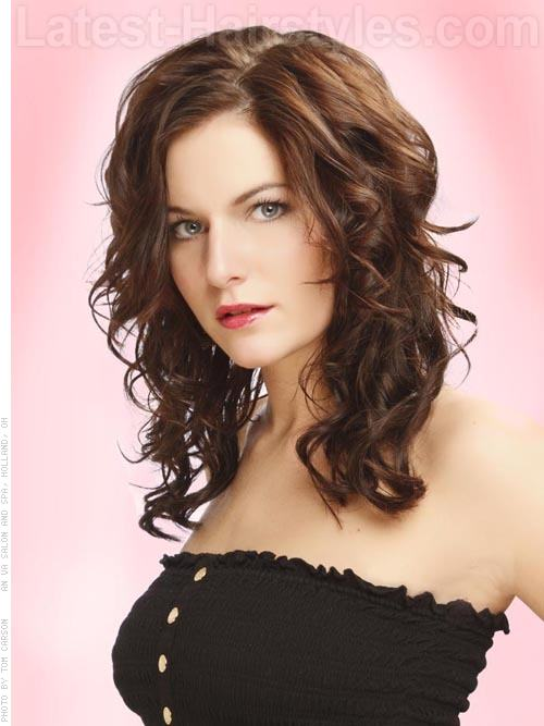 Retro Wavy Brunette Layered Choppy Hairstyle