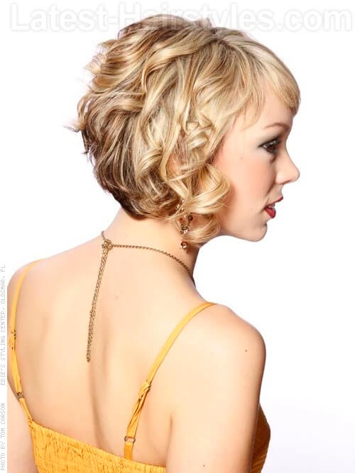 medium curly hairstyle sideview