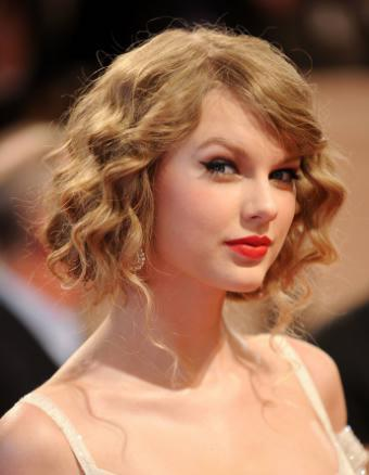 faux bob hairstyle on taylor swift