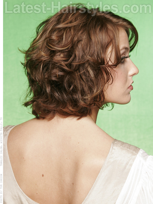 Bohemian inspired medium wavy hairstyle angle
