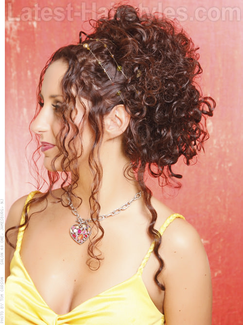 10 Rockin Long Curly Hairstyles Amp Haircuts For Your