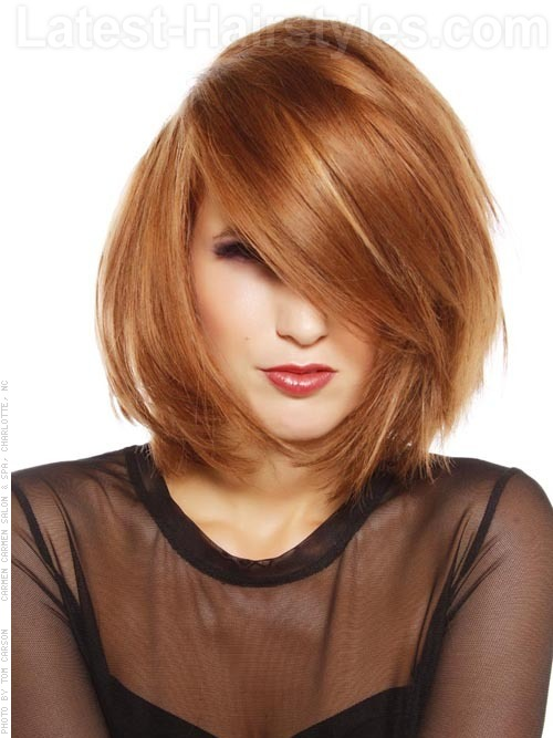 An oval face shape with medium bob haircut
