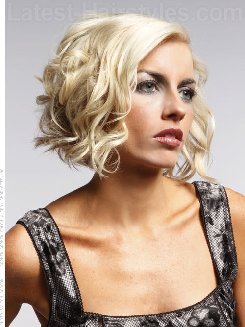 Wavy Pale Blonde Chin-Length Bob