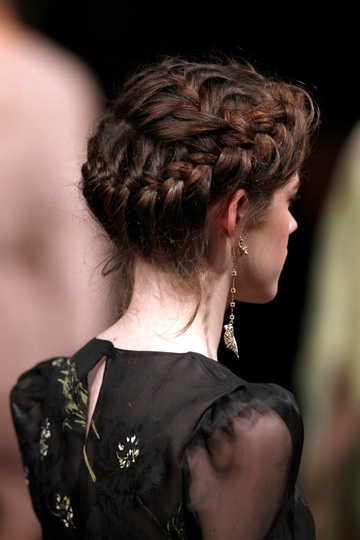brunette runway hair trends