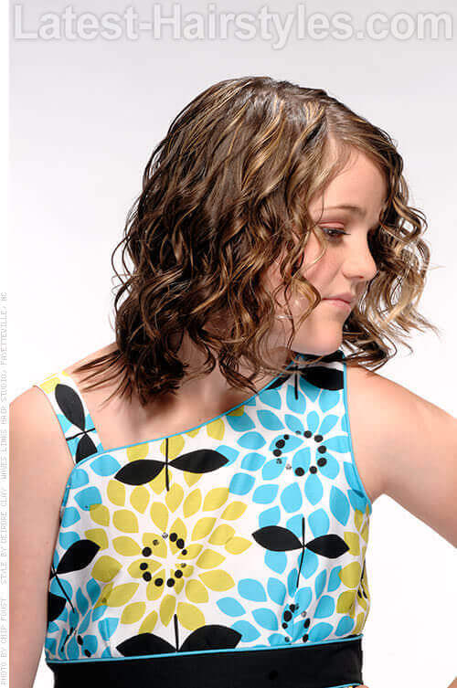 Naturaly Curly Hairstyle for Little Girls Side