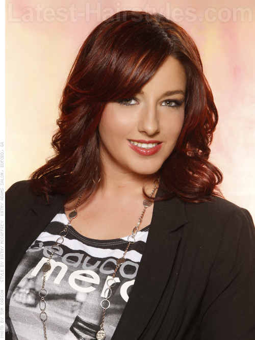 Dark colored hairstyle with layers and waves