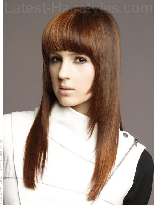 Long straight hairstyle for oval faces