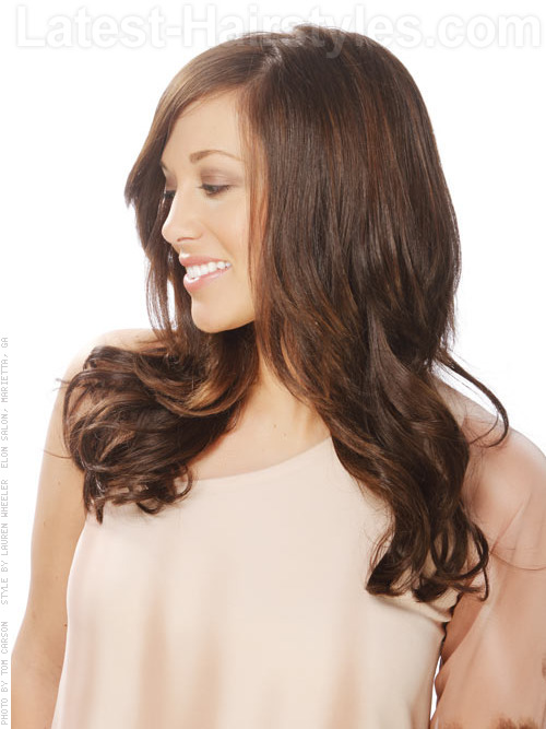 sleek wavy hairstyle for long hair