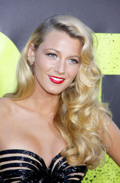 "Blake Lively Blonde Wavy Long Hairstyle - ""Savages"" Los Angeles Premiere - Arrivals"