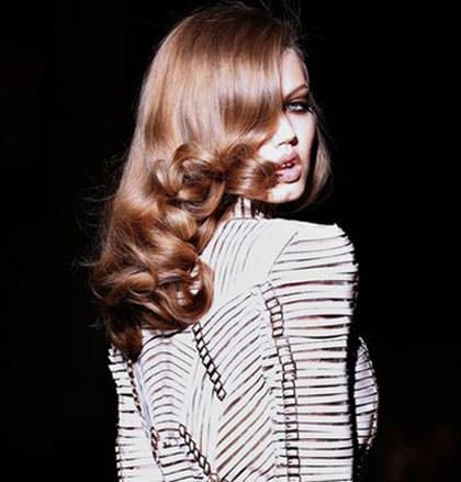 estilo de pelo largo ondulado