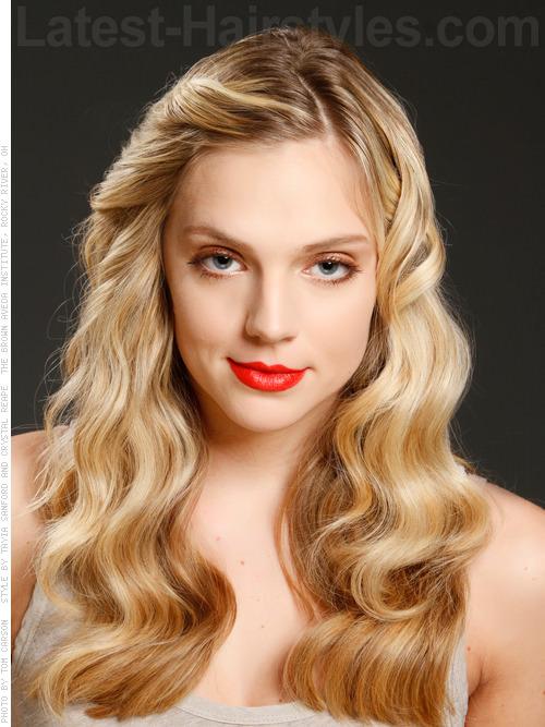 Celebrity Wave Taylor Swift Graceful Blonde Look