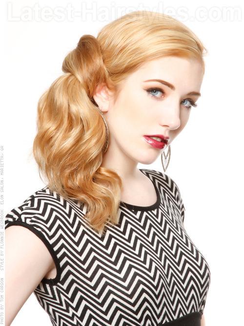 Vintage Classic Wavy Blonde Look