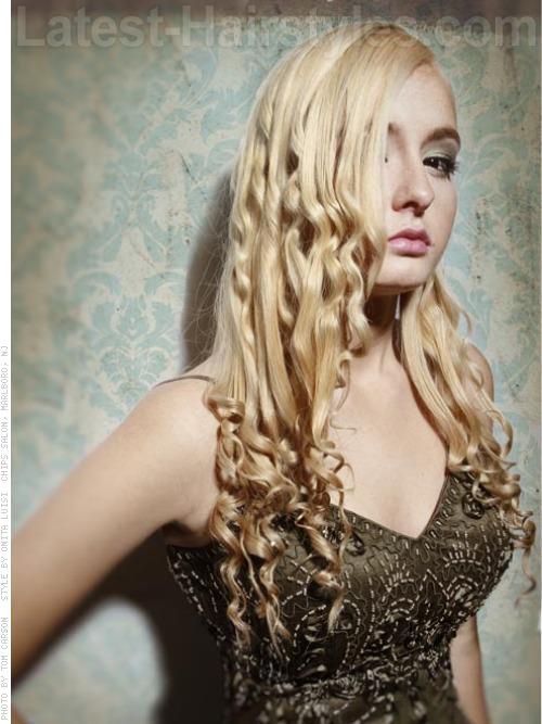 Contrasting Texture Blonde Wavy Look