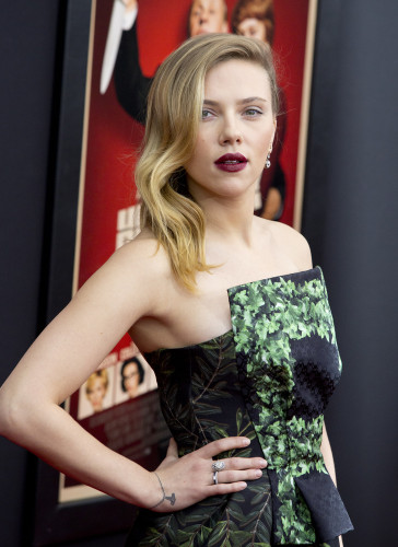 Scarlett Johansson super deep side part
