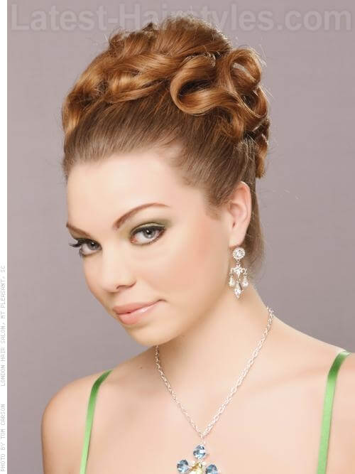 Gorgeous and Sleek Romantic Prom Updos