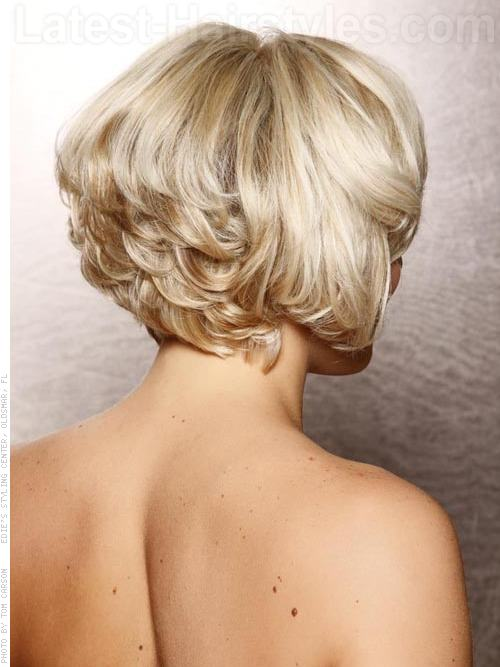 Full of Volume Bob Pale Blonde Look - Stacked Back