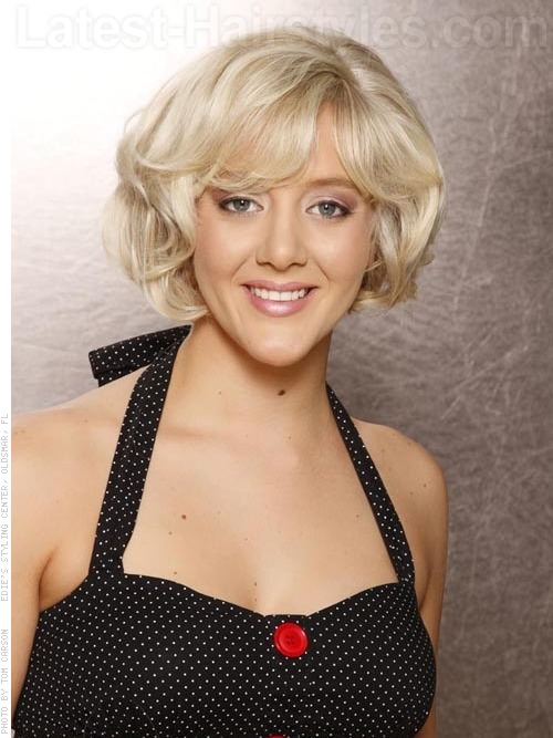 Full of Volume Bob Pale Blonde Look