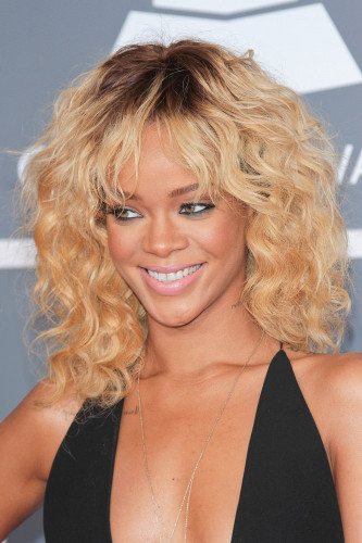 Rihanna hairstyles curly blonde