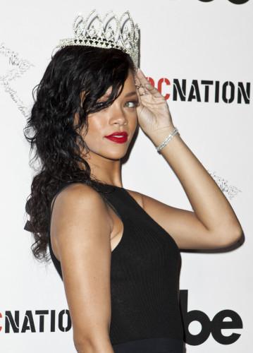 Rihanna glossy curls