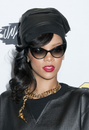 Rihanna hairstyles side ponytail