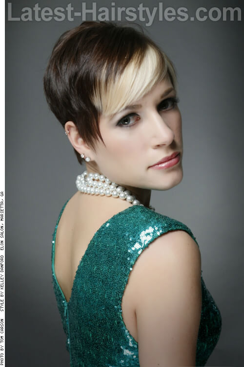 Pixie Hairstyle with Highlighted Fringe Side