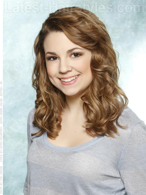 Pretty Popular Medium Hairstyle for Teens