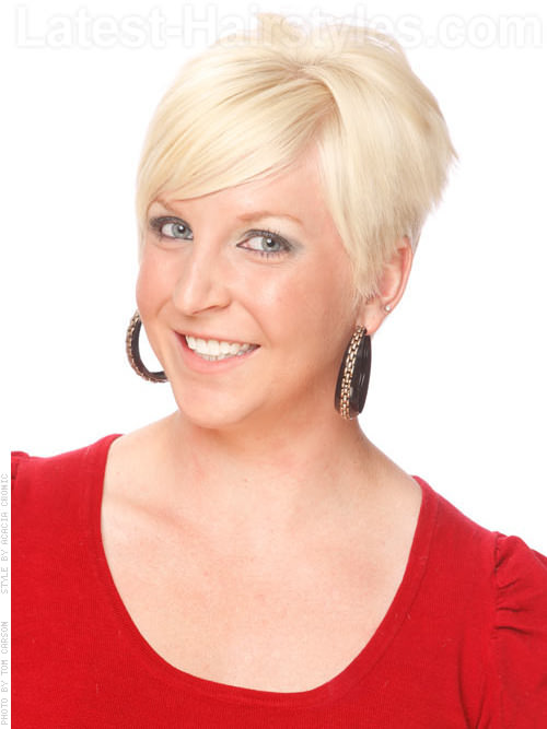 Smooth Down Blonde Bob Short Haircut