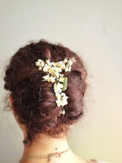 french hairstyle twist with flowers