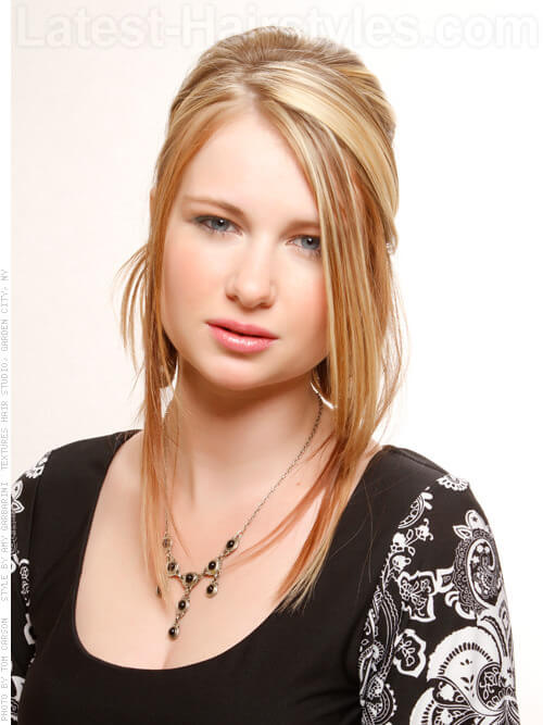 Warm Blonde Haircolor with Highlights