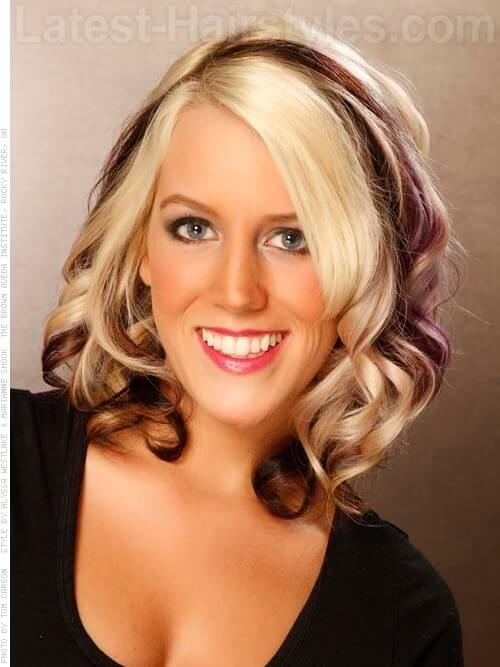 Bold Bombshell Blonde Hair Style with Chunky Color