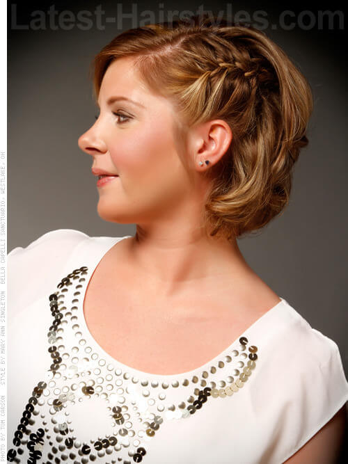 Short Soft Blonde Highlights Style