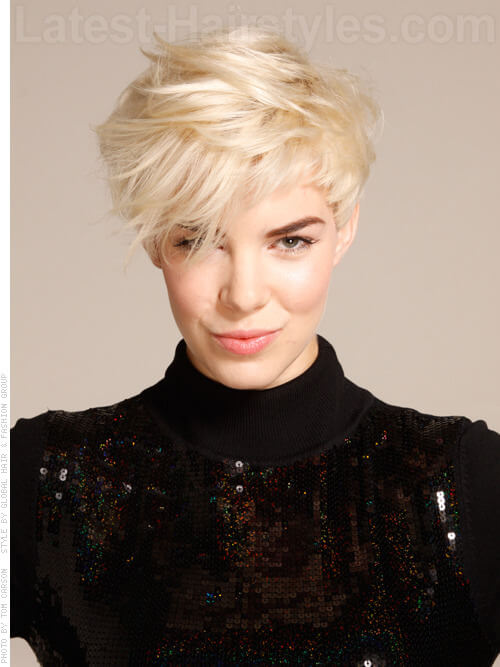 An outstanding messy pixie with blonde hair color