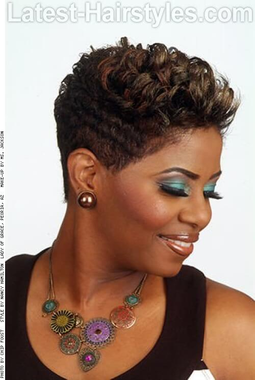 Sexy Pixie Short Hairstyle for Older Women Side