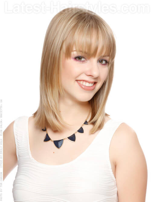 blonde-beauty-medium-straight-style