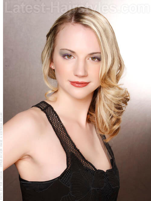 Delicate Style Blonde Party Hairstyle with Waves