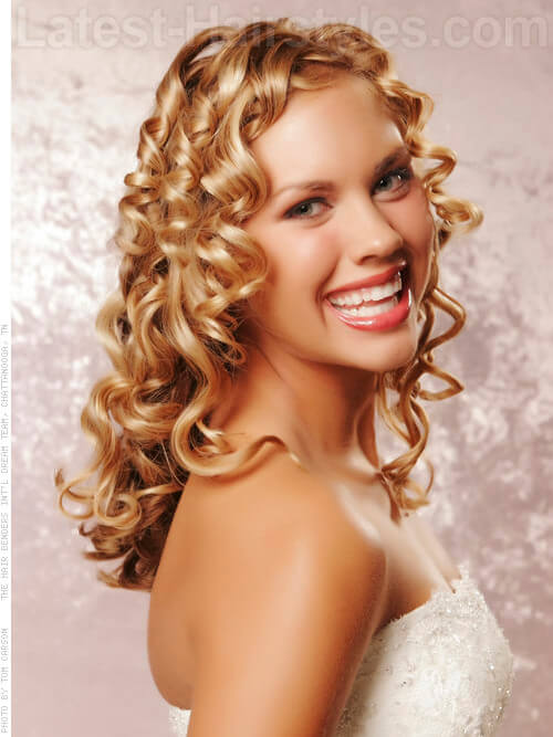 Golden Goddess Curly Look