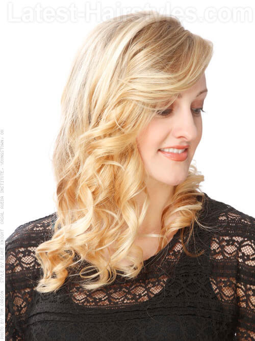 Blonde Beachy Hairstyle with Curls Side