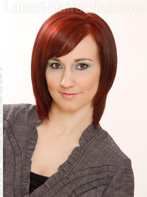 Mid Länge Chic Red Frisur mit Pony
