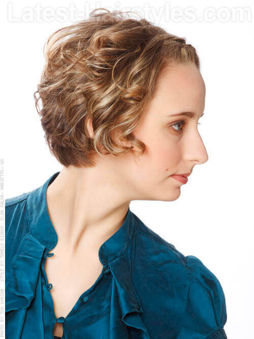 Short Hairstyle With Bouncy Waves For Thin Hair