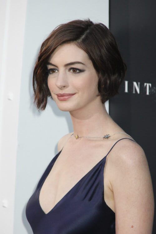 Anne Hathaway Short Wavy Hairstyle