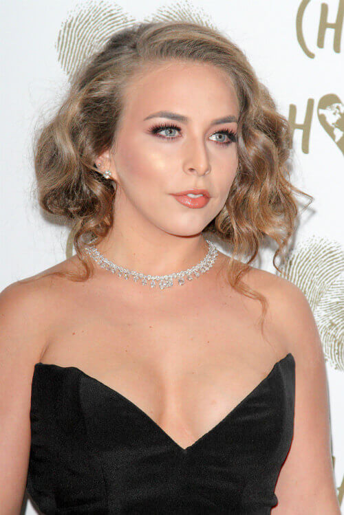 Chloe Green Short Glamorous Hairstyle