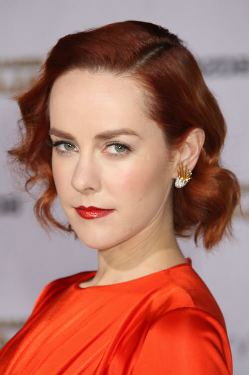 Jena Malone Short Hairstyle with Deep Part