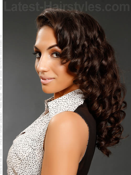 Retro Hairstyle For Winter with Curls