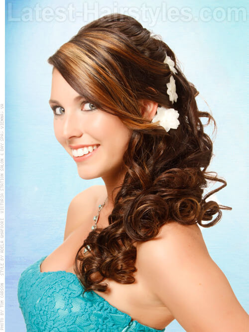 Brown hair with caramel highlights switch up your look caramel highlights around the face pmusecretfo Images