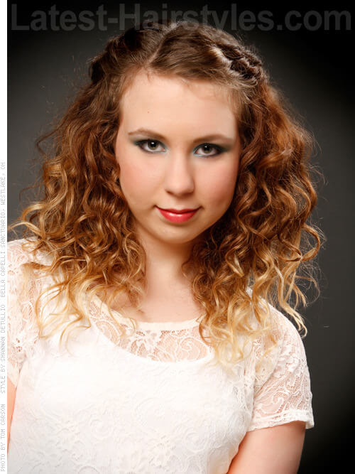 Medium Curly Ombre Hairstyle with Blonde Ends