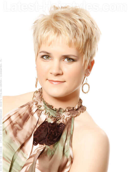 Highly Texturized Short Blonde Cut