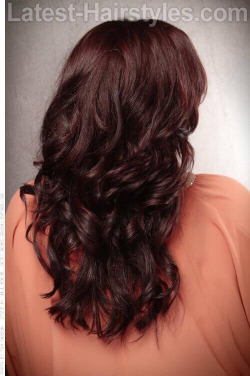 Lange Haare mit weichen Wellen zurück