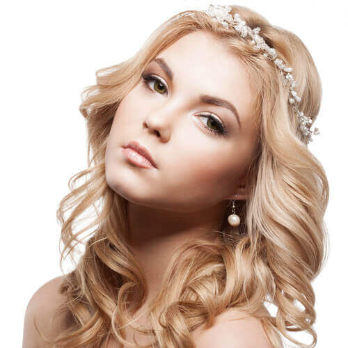 Long Blonde Princess Hairstyle with Blonde Curls