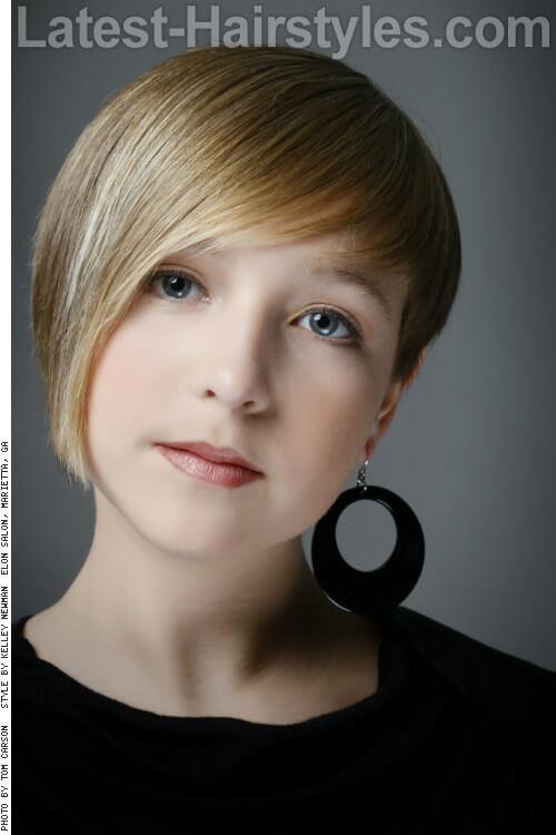 Natural Blonde Highlights on Asymmetrical Haircut