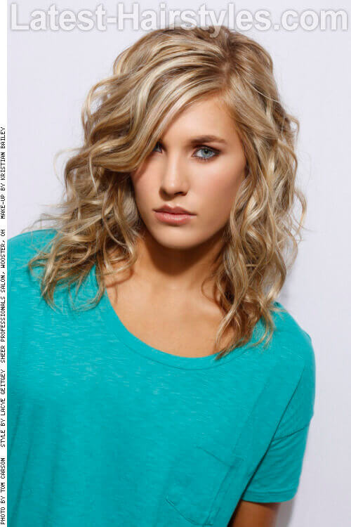 Gorgeous Blonde Medium Hairstyle with Curls